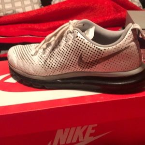 White Nike Air Max Motion